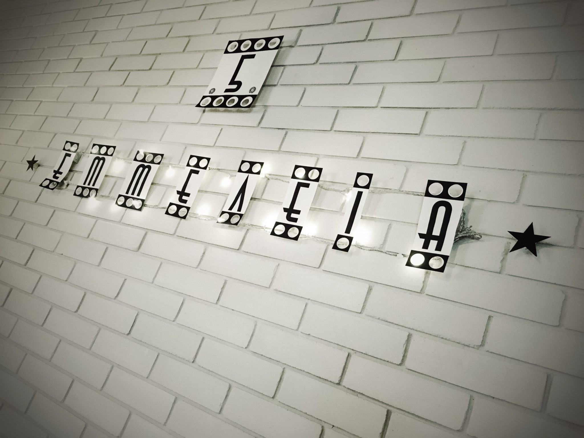 It's Showtime-party-wall decoration