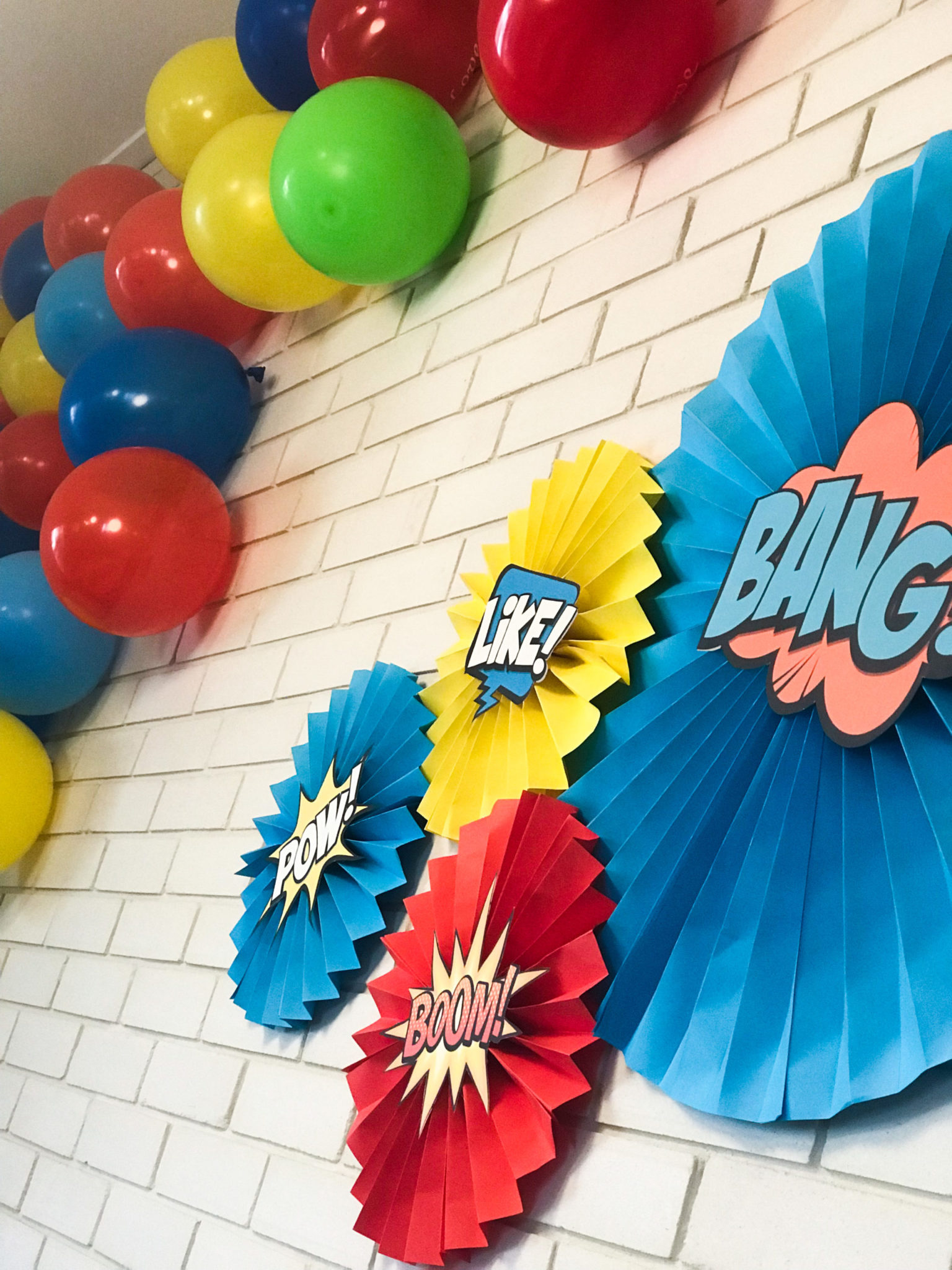Super Heroes-party-paper fan decorations